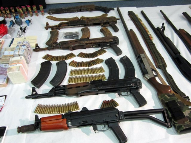 gangs-guns.jpg